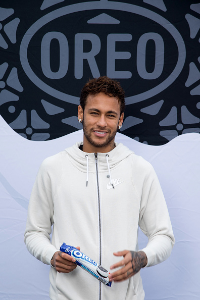 ネイマール「Neymar Shows Off A New Type Of OREO Cookie Dunk For The Winners Of The OREO Dunk Challenge Sweepstakes」:写真・画像(13)[壁紙.com]