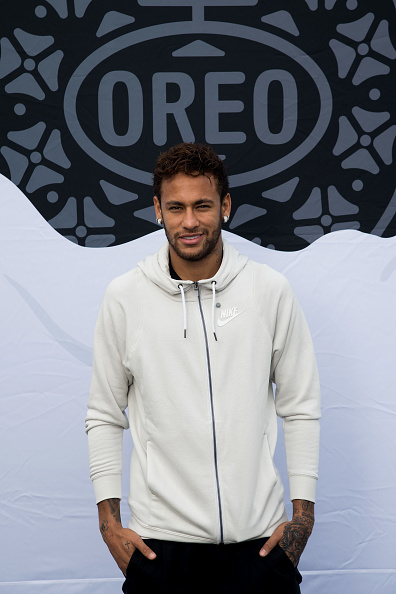 ネイマール「Neymar Shows Off A New Type Of OREO Cookie Dunk For The Winners Of The OREO Dunk Challenge Sweepstakes」:写真・画像(12)[壁紙.com]
