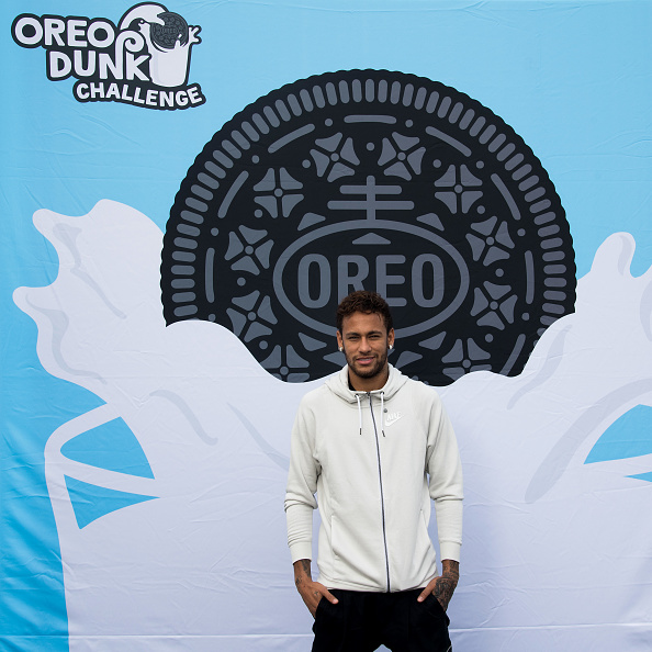 ネイマール「Neymar Shows Off A New Type Of OREO Cookie Dunk For The Winners Of The OREO Dunk Challenge Sweepstakes」:写真・画像(9)[壁紙.com]
