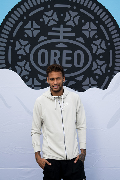 ネイマール「Neymar Shows Off A New Type Of OREO Cookie Dunk For The Winners Of The OREO Dunk Challenge Sweepstakes」:写真・画像(14)[壁紙.com]