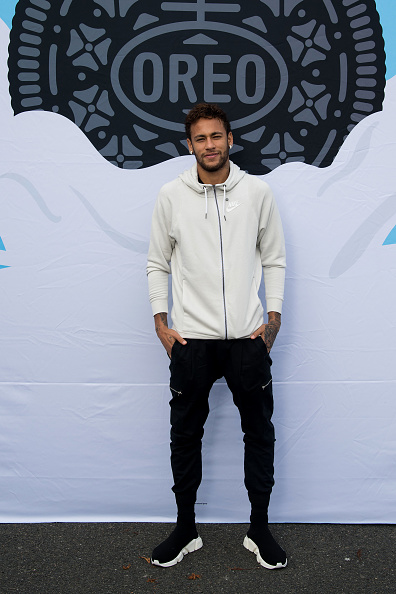 ネイマール「Neymar Shows Off A New Type Of OREO Cookie Dunk For The Winners Of The OREO Dunk Challenge Sweepstakes」:写真・画像(4)[壁紙.com]