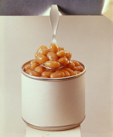 1969「Spoonful of baked beans with tin can, close-up」:スマホ壁紙(17)