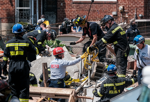 Exploding「Gas Explosion In Baltimore Levels Houses And Traps People Inside」:写真・画像(11)[壁紙.com]