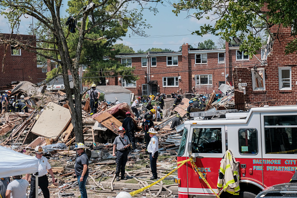 Exploding「Gas Explosion In Baltimore Levels Houses And Traps People Inside」:写真・画像(2)[壁紙.com]