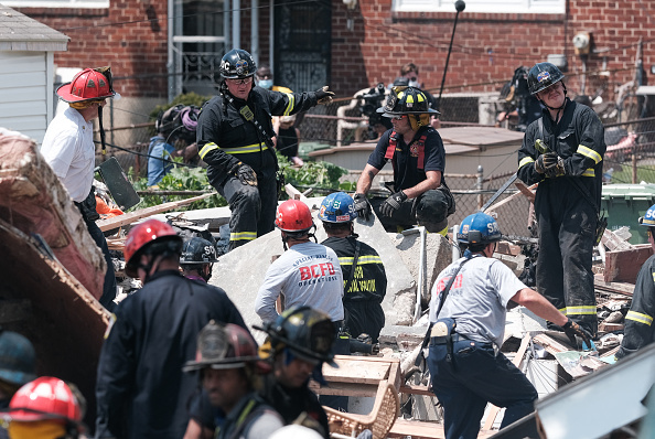 Exploding「Gas Explosion In Baltimore Levels Houses And Traps People Inside」:写真・画像(10)[壁紙.com]