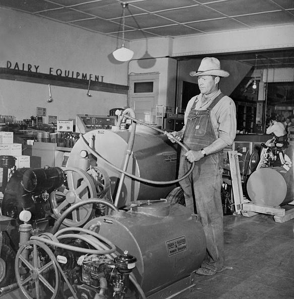 Sears Roebuck And Company「Farmer Brown Inspects」:写真・画像(5)[壁紙.com]