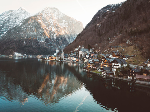 Dachstein Mountains「Hallstatt village by the Hallstatter See」:スマホ壁紙(9)