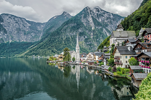 オーストリア「Hallstatt village and lake, Obertraun, Gmunden, Austria」:スマホ壁紙(2)