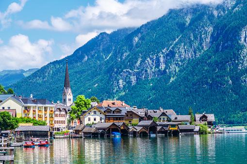 Dachstein Mountains「Hallstatt Village and Hallstatter See lake in Austria」:スマホ壁紙(5)