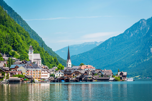 Dachstein Mountains「Hallstatt Village and Hallstatter See lake in Austria」:スマホ壁紙(15)