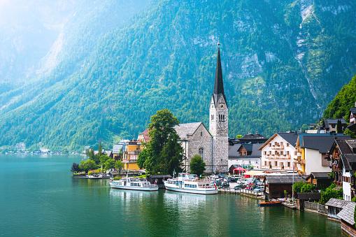 Salzkammergut「Hallstatt Village and Hallstatter See lake in Austria」:スマホ壁紙(14)