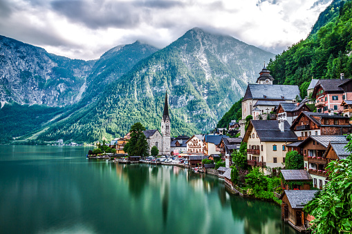 Dachstein Mountains「Hallstatt Village and Hallstatter See lake in Austria」:スマホ壁紙(18)