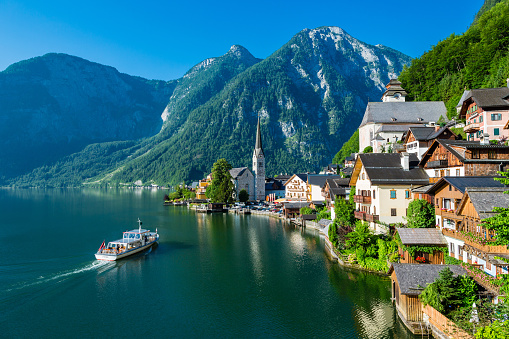 Hallstatt「Hallstatt Village and Hallstatter See lake in Austria」:スマホ壁紙(18)