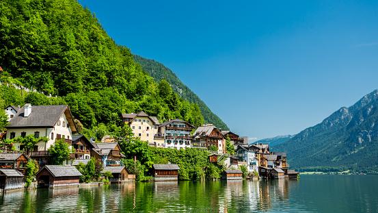 Dachstein Mountains「Hallstatt Village and Hallstatter See lake in Austria」:スマホ壁紙(17)