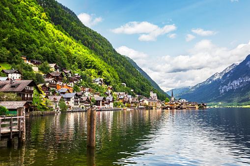 Salzkammergut「Hallstatt Village and Hallstatter See lake in Austria」:スマホ壁紙(7)
