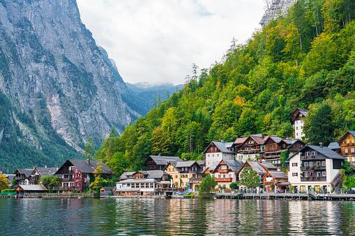 Dachstein Mountains「Hallstatt Village and Hallstatter See lake in Austria」:スマホ壁紙(4)