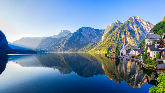 Hallstatt「Hallstatt Village and Hallstatter See lake in Austria」:スマホ壁紙(3)