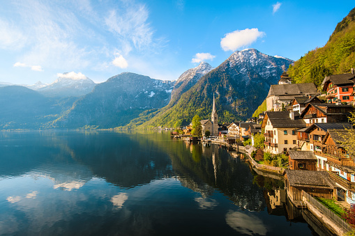 Dachstein Mountains「Hallstatt Village and Hallstatter See lake in Austria」:スマホ壁紙(1)