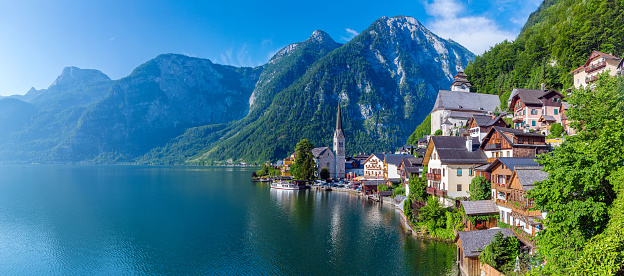 Dachstein Mountains「Hallstatt Village and Hallstatter See lake in Austria」:スマホ壁紙(14)