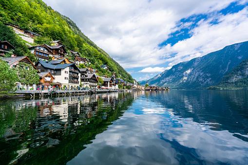 Dachstein Mountains「Hallstatt Village and Hallstatter See lake in Austria」:スマホ壁紙(7)