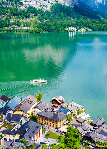 Dachstein Mountains「Hallstatt Village and Hallstatter See lake in Austria」:スマホ壁紙(16)
