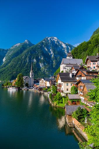 Dachstein Mountains「Hallstatt Village and Hallstatter See lake in Austria」:スマホ壁紙(12)