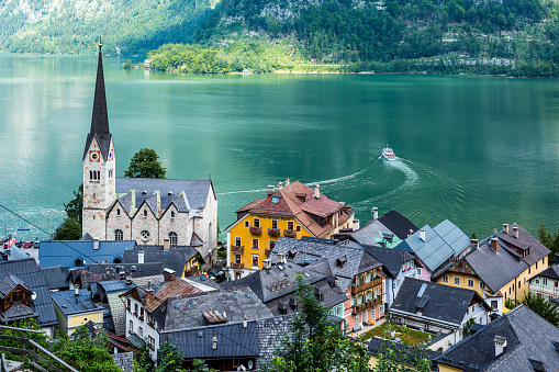 Dachstein Mountains「Hallstatt Village and Hallstatter See lake in Austria」:スマホ壁紙(19)