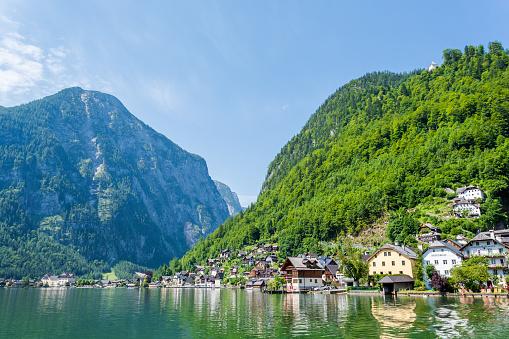 Dachstein Mountains「Hallstatt Village and Hallstatter See lake in Austria」:スマホ壁紙(18)