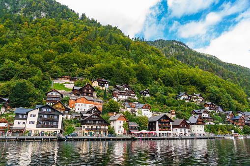 Dachstein Mountains「Hallstatt Village and Hallstatter See lake in Austria」:スマホ壁紙(6)