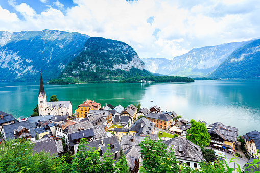 Salzkammergut「Hallstatt Village and Hallstatter See lake in Austria」:スマホ壁紙(1)