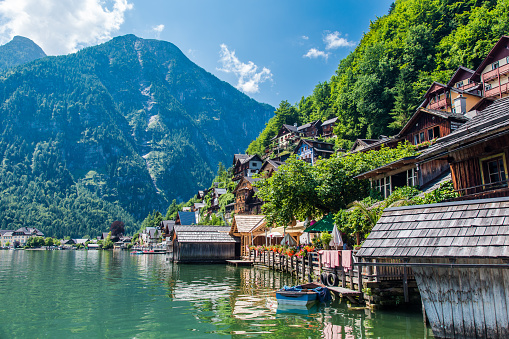Salzkammergut「Hallstatt Village and Hallstatter See lake in Austria」:スマホ壁紙(3)