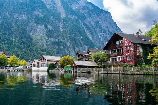 Dachstein Mountains「Hallstatt Village and Hallstatter See lake in Austria」:スマホ壁紙(0)