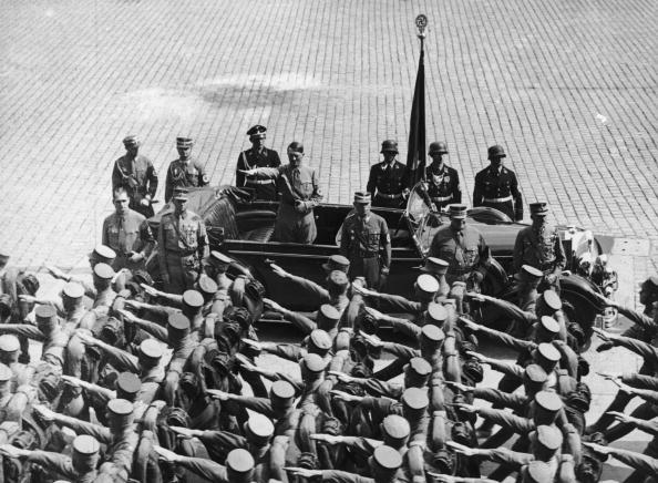Mid Adult Men「Hitler Salutes Troops」:写真・画像(19)[壁紙.com]