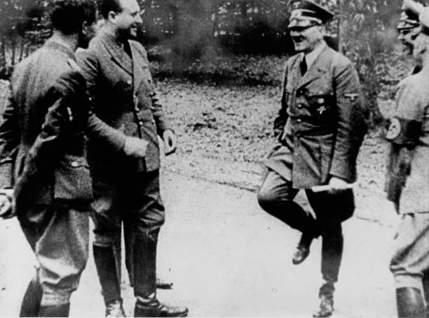 Hitler At Compiègne:ニュース(壁紙.com)