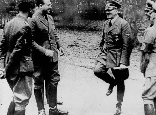 France「Hitler At Compiègne」:写真・画像(9)[壁紙.com]