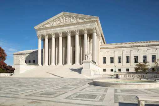 US Supreme Court Building「U.S. Supreme Court With Ornate Brickwork and Fountain」:スマホ壁紙(3)