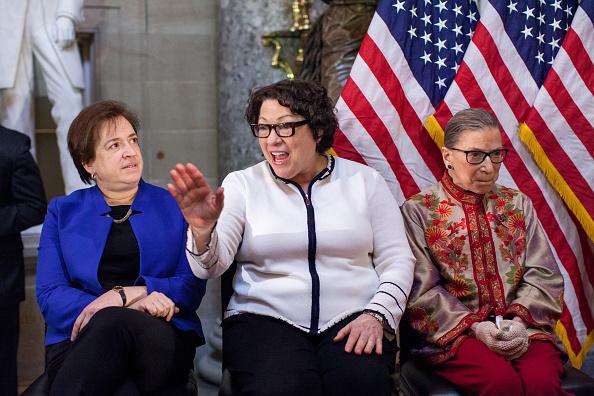 女「U.S. Supreme Court Women Justices Are Honored On Capitol Hill For Women's History Month」:写真・画像(14)[壁紙.com]