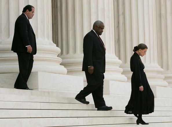 Black Color「Justice Rehnquist's Body Lies In Repose At Supreme Court」:写真・画像(3)[壁紙.com]