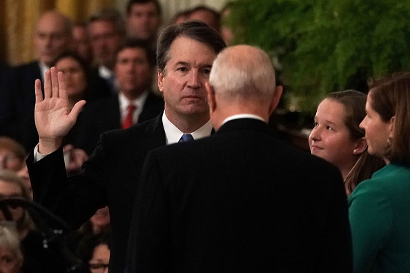 Alex Wong「Brett Kavanaugh Sworn In As 114th Supreme Court Justice」:写真・画像(10)[壁紙.com]