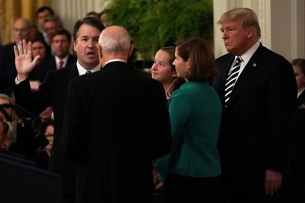 Alex Wong「Brett Kavanaugh Sworn In As 114th Supreme Court Justice」:写真・画像(11)[壁紙.com]