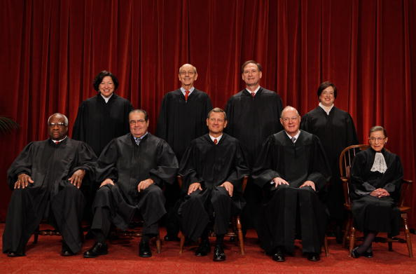 正義「New U.S. Supreme Court Poses For 'Class Photo'」:写真・画像(4)[壁紙.com]