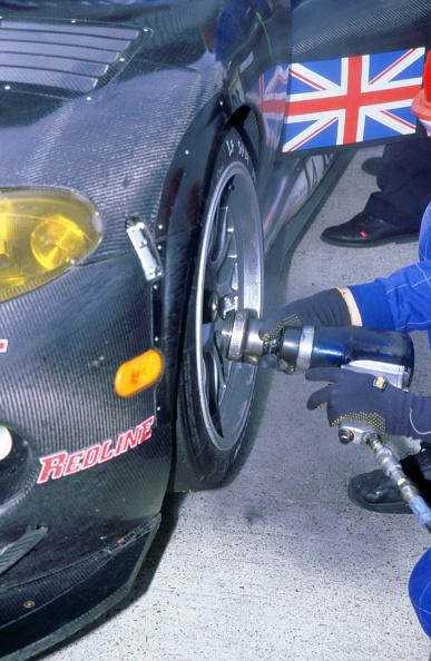 Journey「1999 Chrysler Viper fia gt silverstone 500 wheel gun in pits」:写真・画像(12)[壁紙.com]