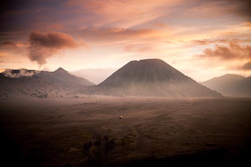 Active Volcano「Volcano Sunrise, Indonesia」:スマホ壁紙(3)