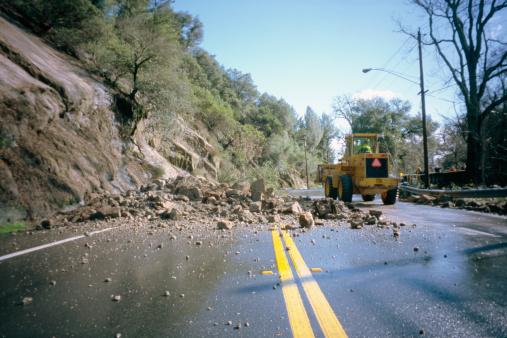 Landslide「Rockslide blocking highway」:スマホ壁紙(13)