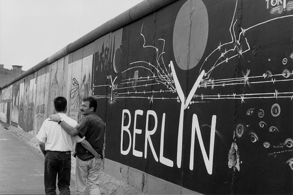 Homosexual Couple「Berlin Wall」:写真・画像(12)[壁紙.com]
