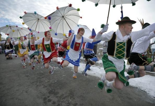 横位置「Carnival Revelers Celebrate Rose Monday」:写真・画像(8)[壁紙.com]