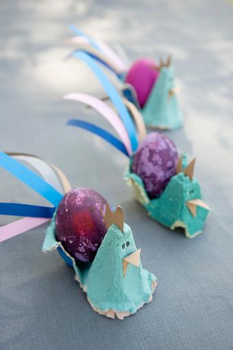 イースター「Easter decoration with dyed eggs and self-made egg cups」:スマホ壁紙(19)