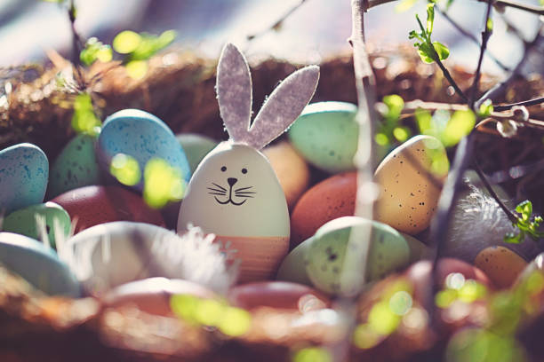 Easter decoration with crafted Easter bunny in the sunny nest:スマホ壁紙(壁紙.com)