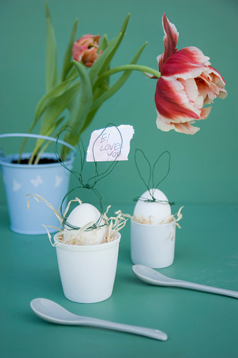 Easter Bunny「Easter decoration, Note: Ei love you, Easter egg in egg cup, tulip, egg spoon」:スマホ壁紙(11)