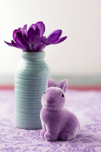 Easter Bunny「Easter decoration with purple Easter bunny and flower vase with crocus」:スマホ壁紙(6)